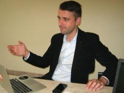 Félix Joli-Coeur assis